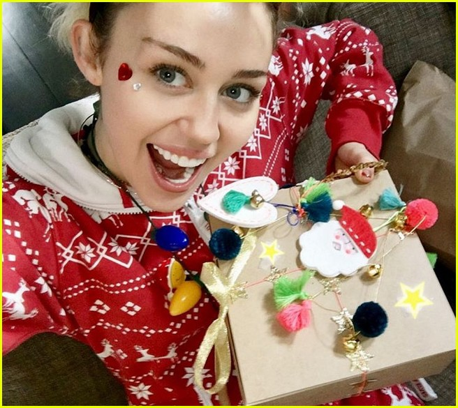 Miley Cyrus Is Sad During Christmas Call Me The Grinch Photo
