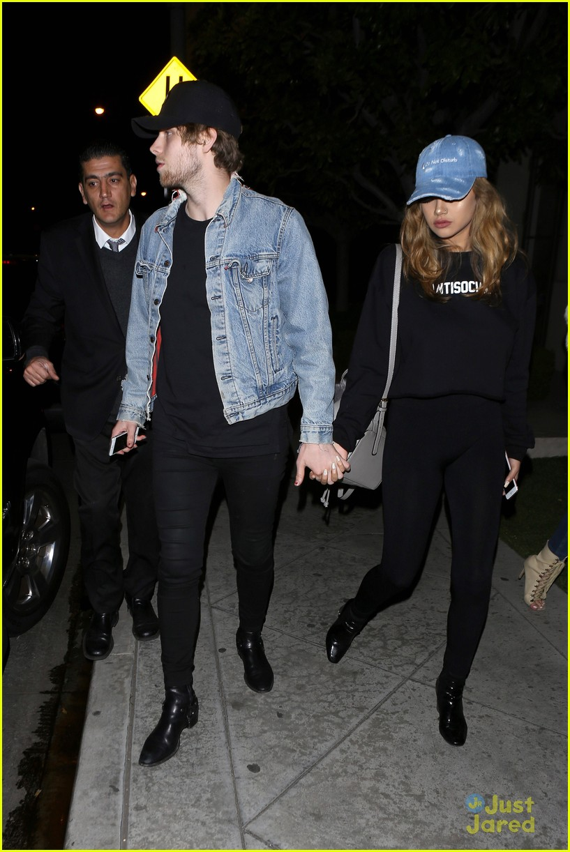 Are luke hemmings and arzaylea dating