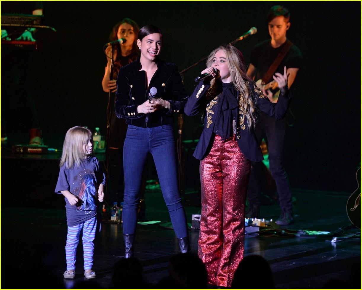 VIDEO: Sofia Carson Joins Pal Sabrina Carpenter On Stage