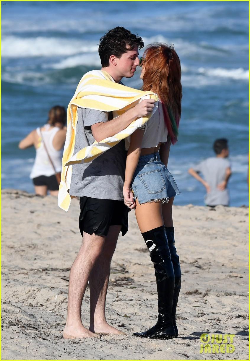 bella thorne charlie puth kiss hold hands beach 03