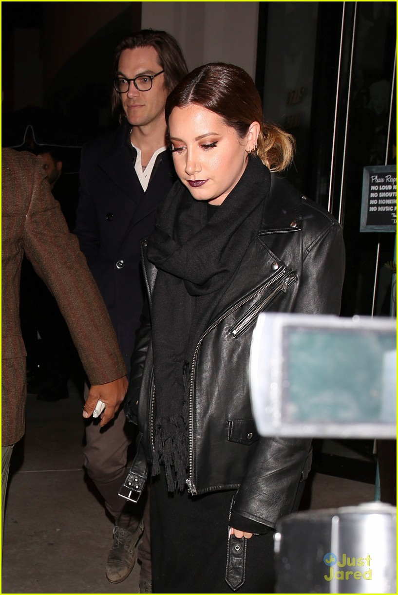 ashley tisdale christopher french dinner vanessa austin xmas 02