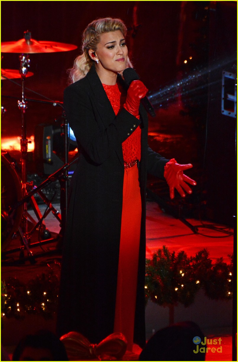 tori kelly pentatonix rockafeller center christmas 06