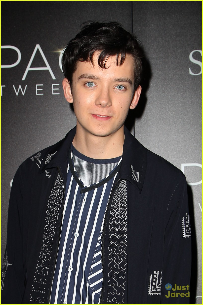 asa butterfield space between ankle weights nyc premiere 09