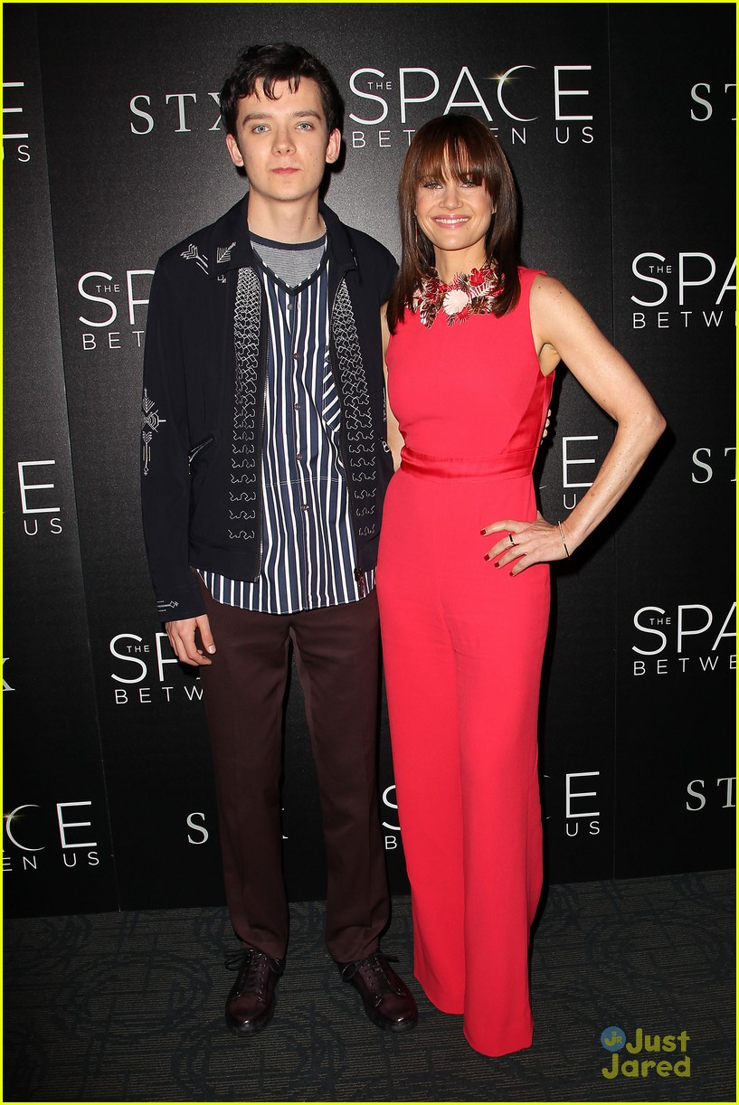 asa butterfield space between ankle weights nyc premiere 11