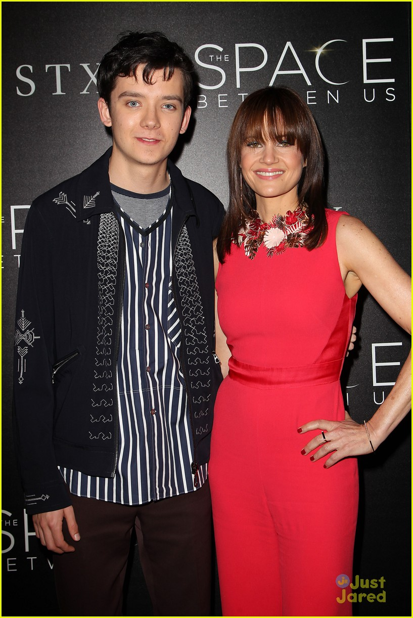 asa butterfield space between ankle weights nyc premiere 12