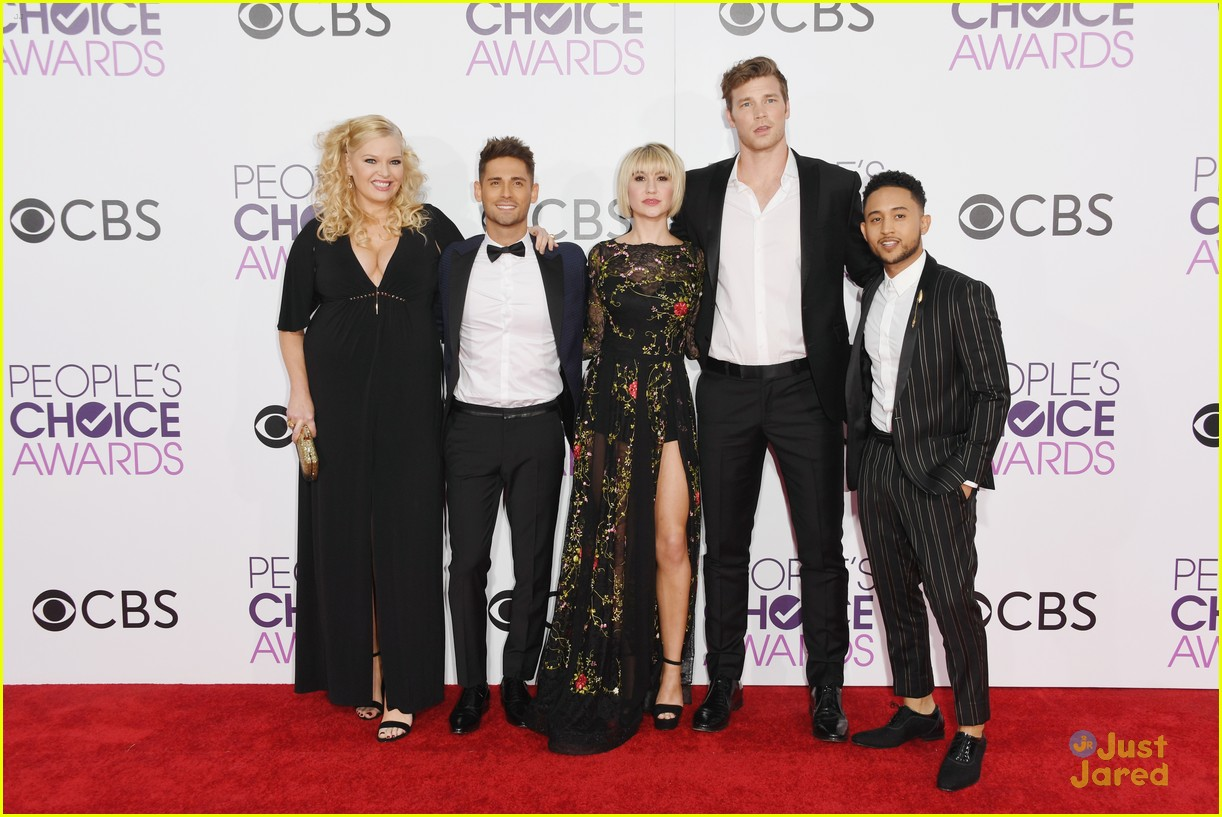 baby daddy cast wins peoples choice awards 04