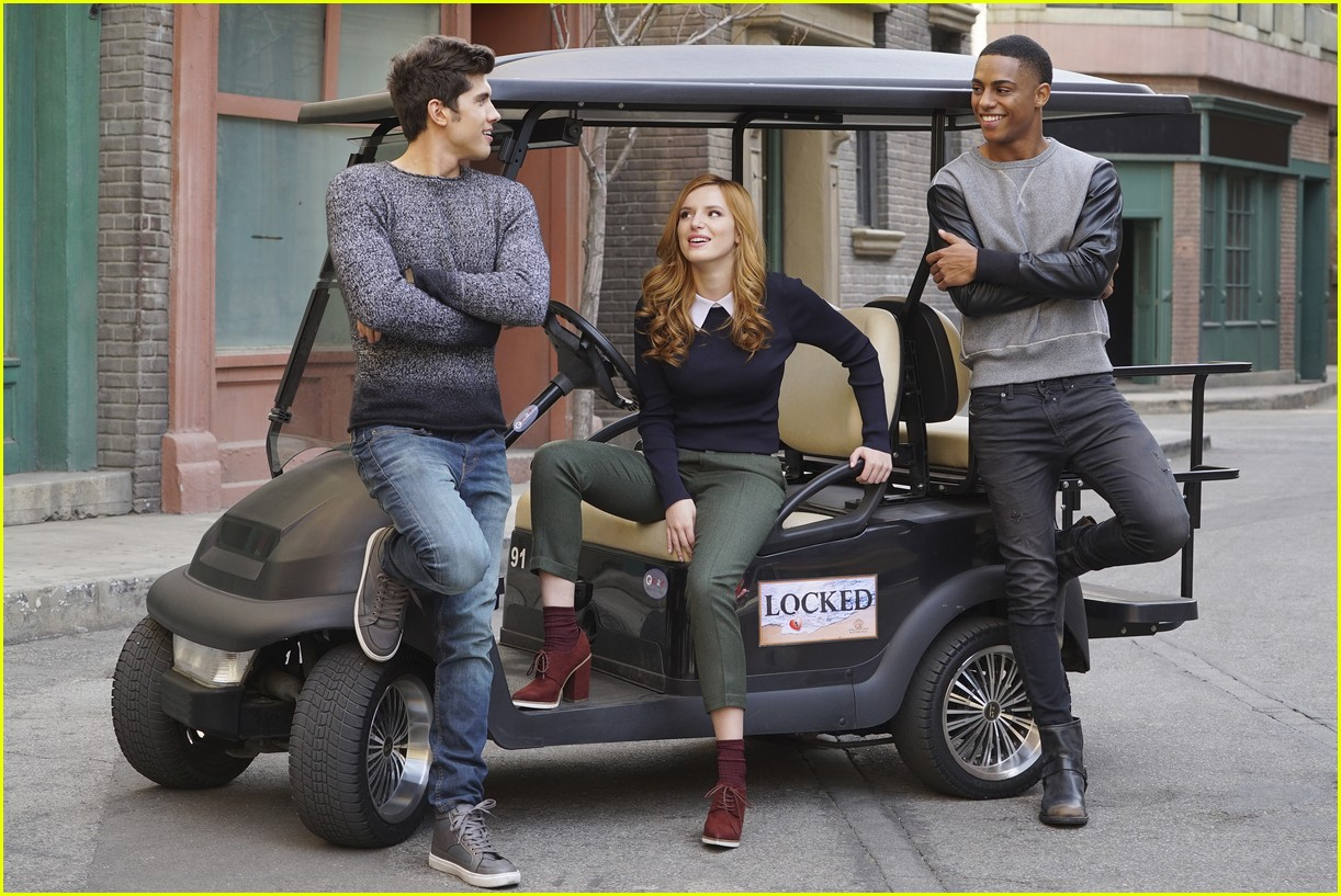 famous in love cast photos poster 01