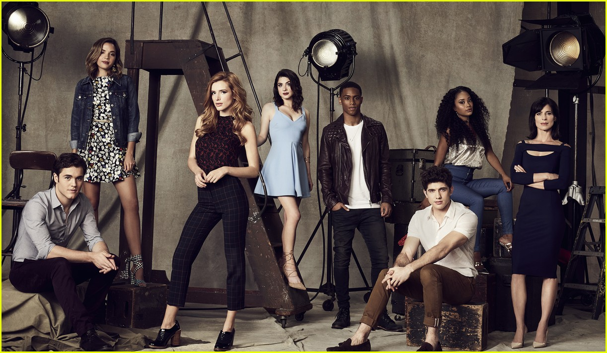 famous in love cast photos poster 03
