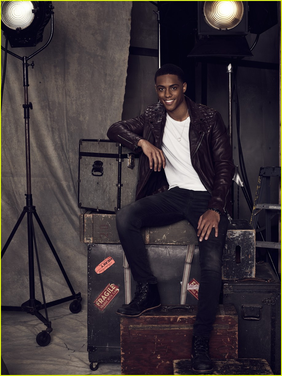 famous in love cast photos poster 21