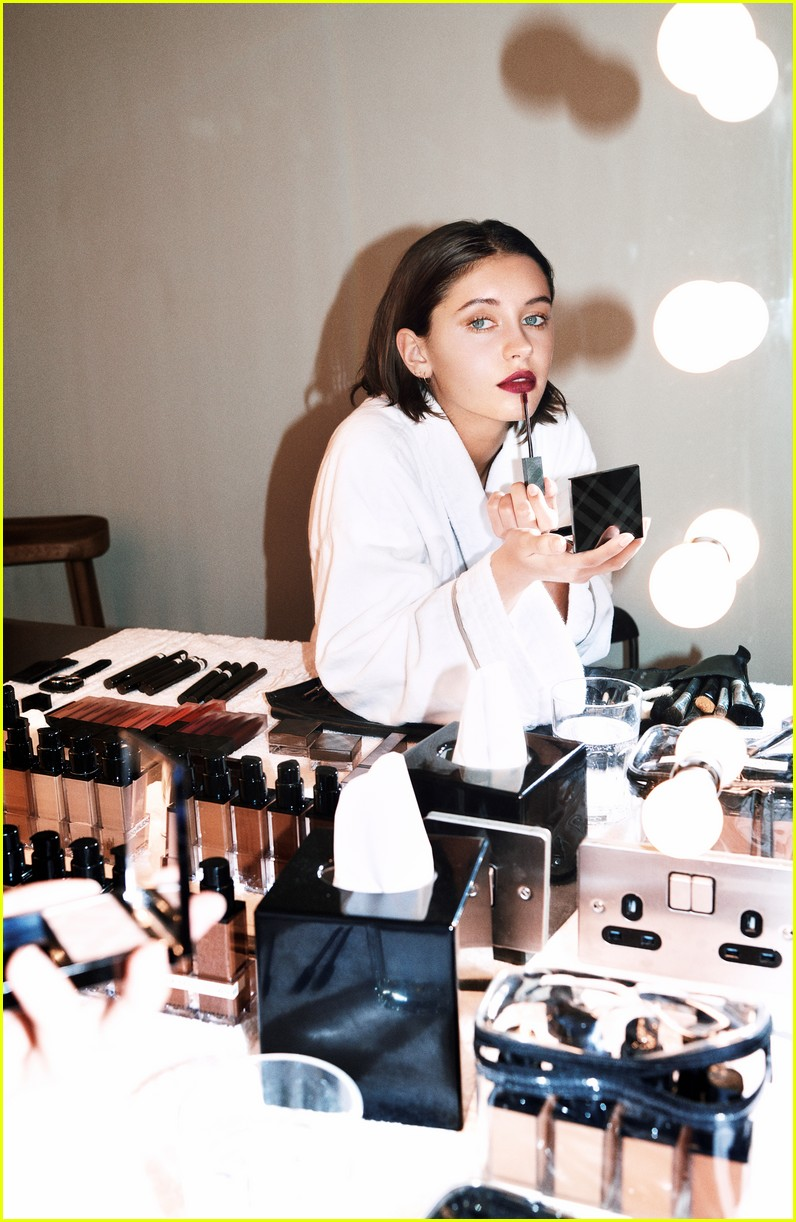 iris law stars in burberry liquid lip velvet campaign 02