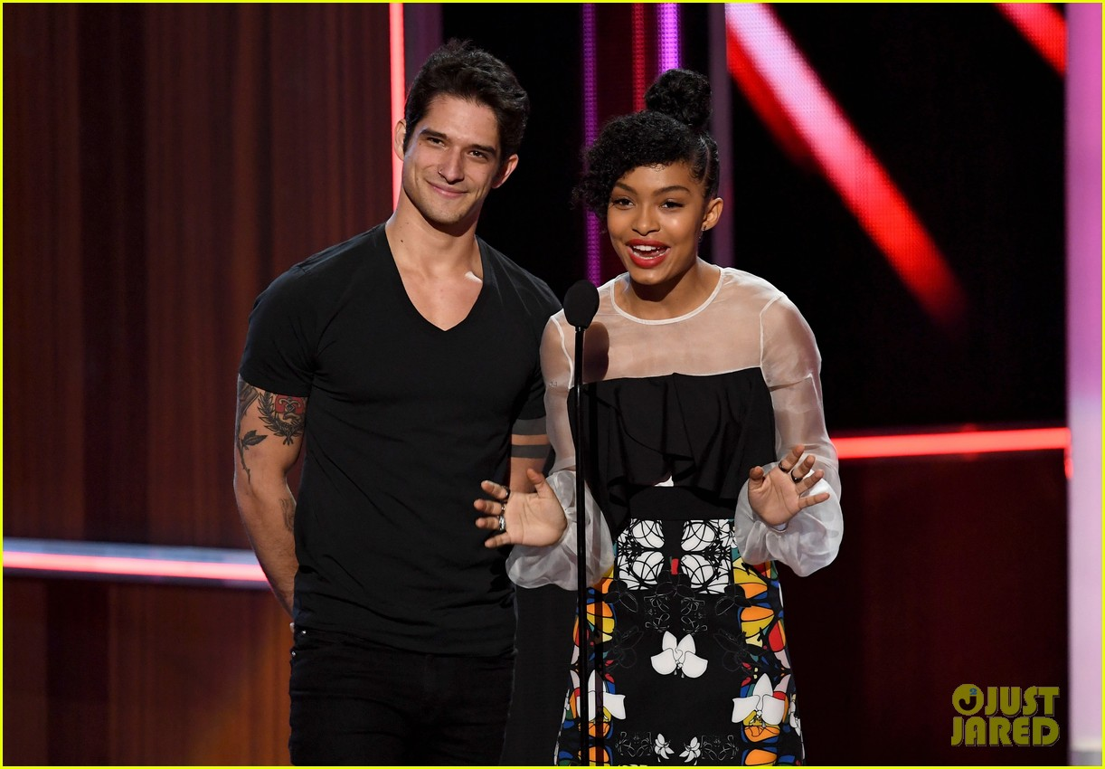 tyler posey presents at pcas after leaked video 03