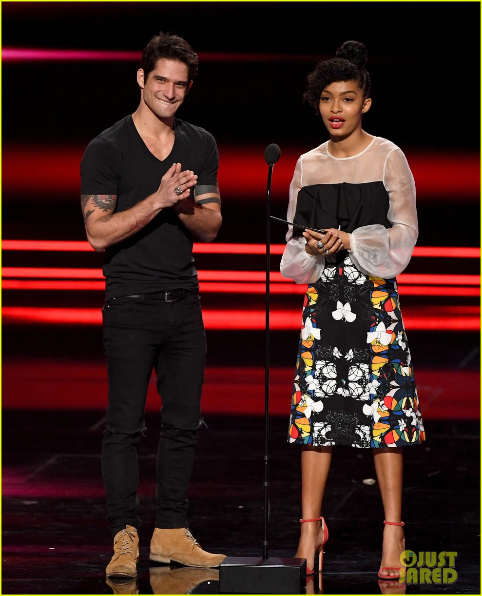 tyler posey presents at pcas after leaked video 05