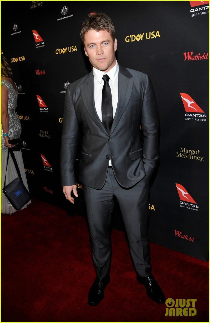 dominic purcell brenton thwaites more suit up for gday black tie gala 02