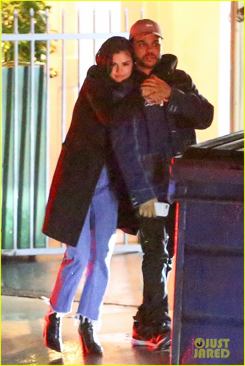 selena gomez the weeknd kiss cuddle new photos 01