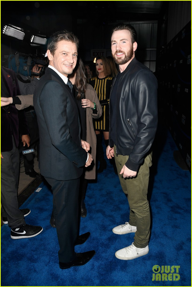chris evans and jeremy renner make it an avengers reunion at directv now super saturday night 08