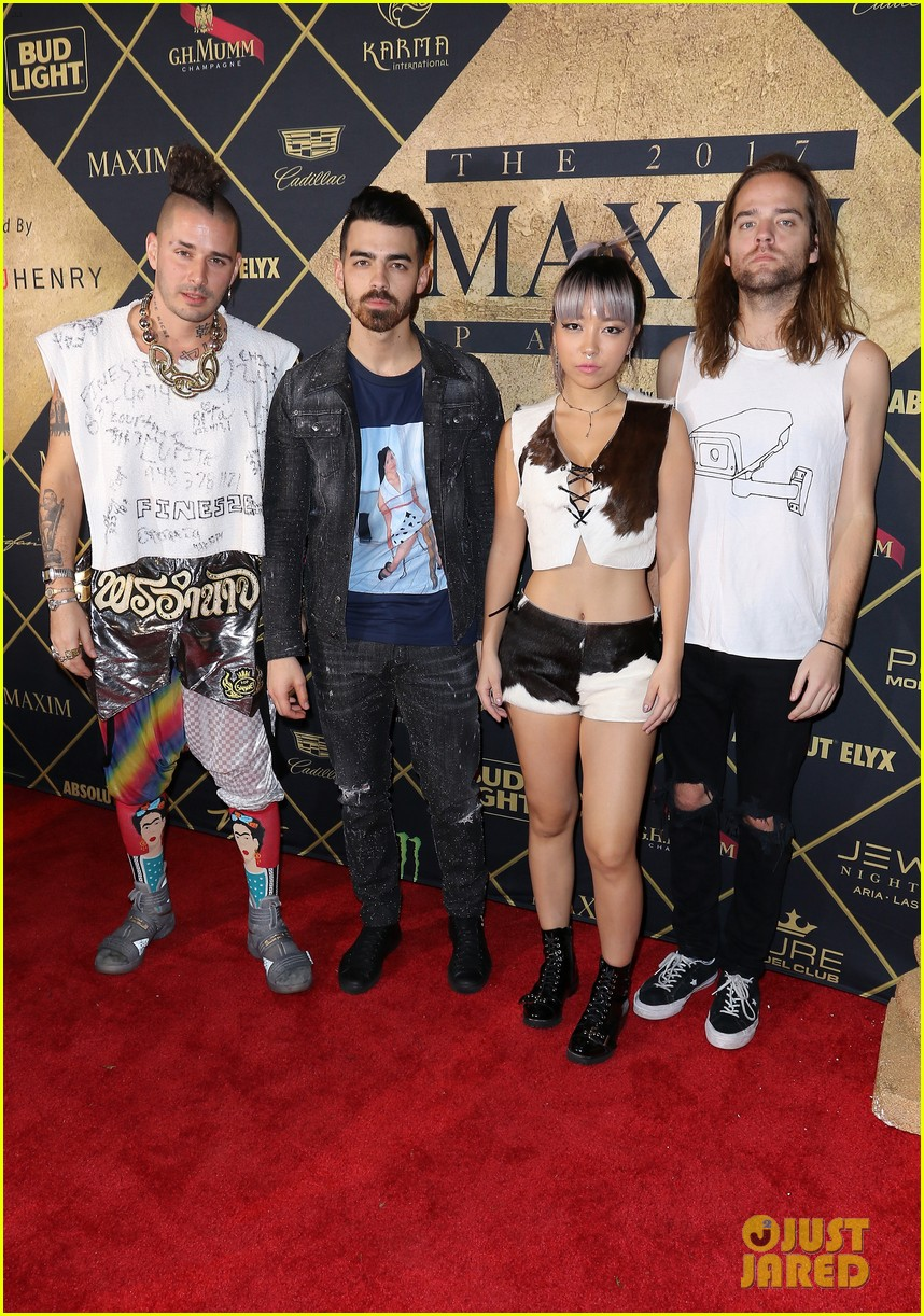 fergie dnce hit up annual maxim super bowl party 01