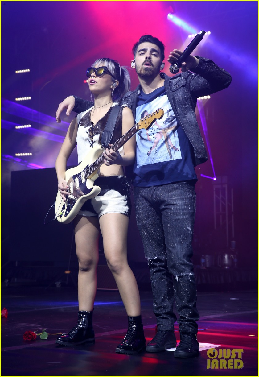 fergie dnce hit up annual maxim super bowl party 03