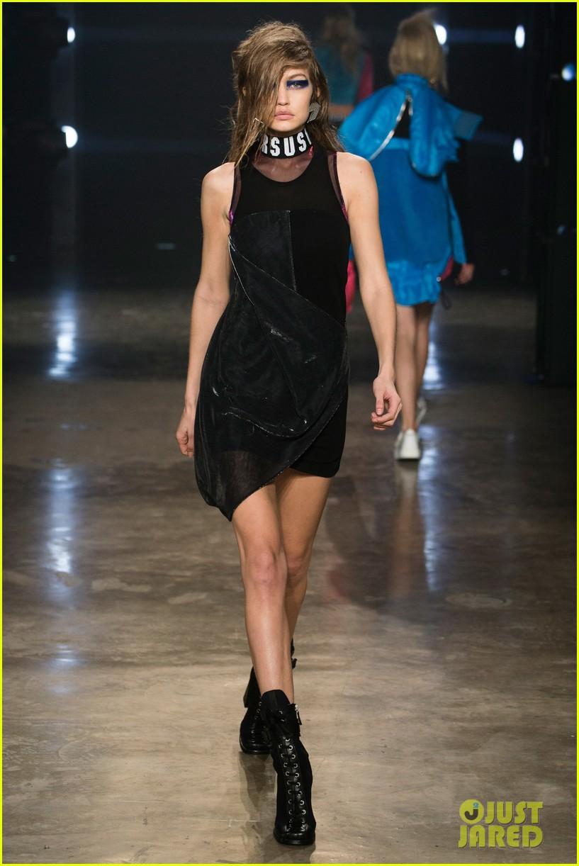 gigi bella hadid wear matching chokers versus versace runway 02