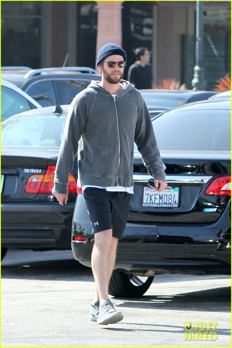 liam hemsworth shares valentines day pic with miley 01
