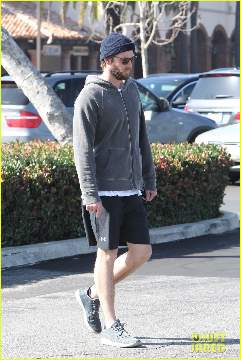 liam hemsworth shares valentines day pic with miley 03