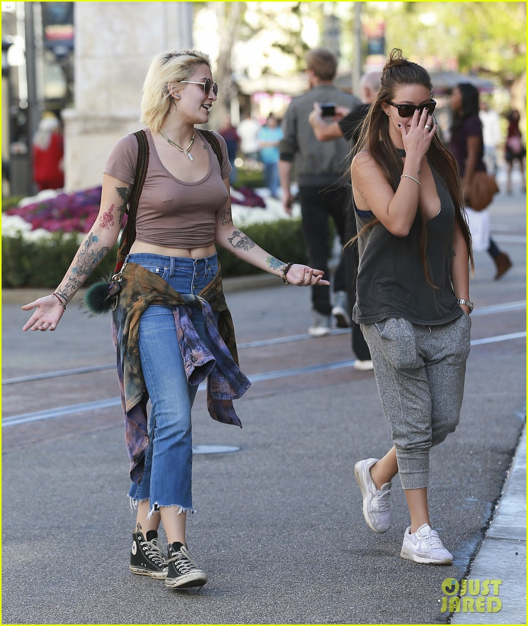paris jackson goes braless for shopping trip with prudence brando 17