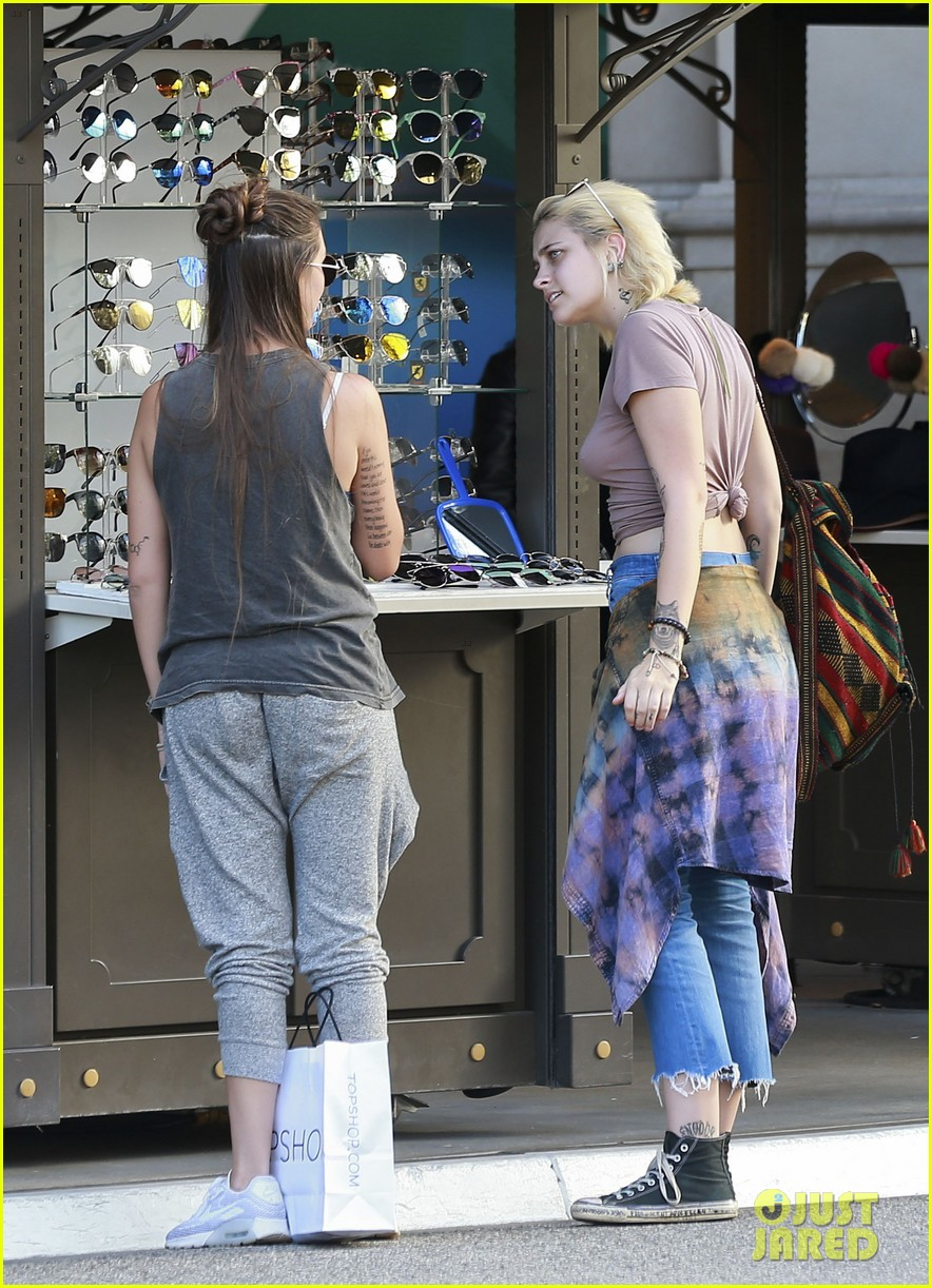 paris jackson goes braless for shopping trip with prudence brando 22