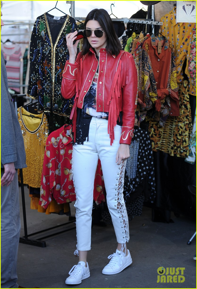 kendall jenner gets in fun before london fashion week shows 07