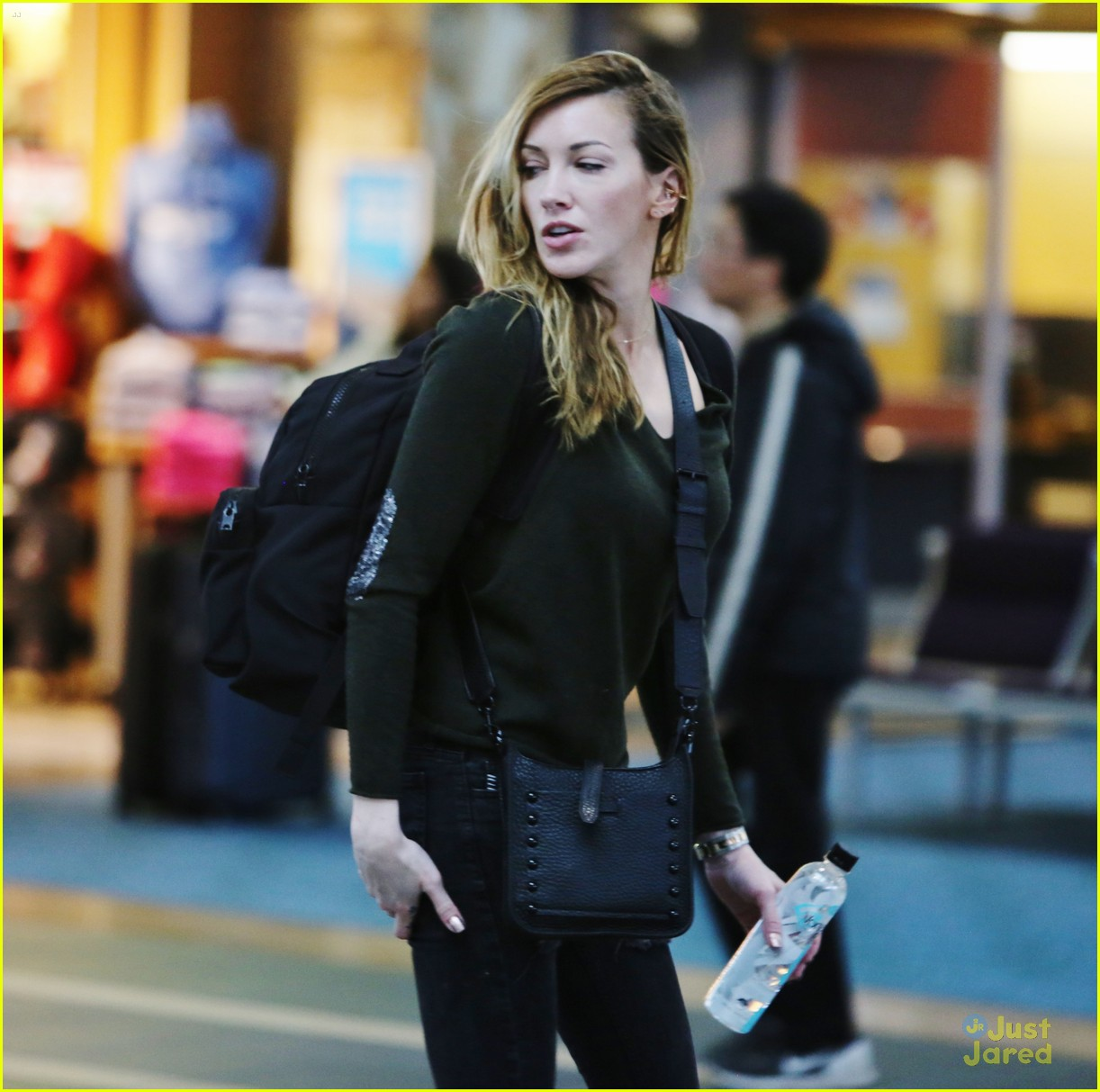 katie cassidy return dc universe contract 04