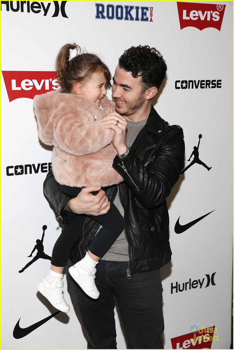 kevin jonas alena rose first fashion show 01