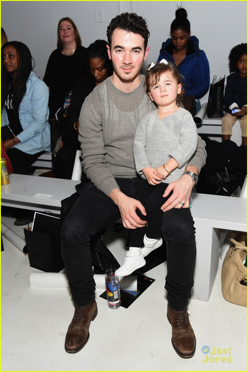 kevin jonas alena rose first fashion show 02
