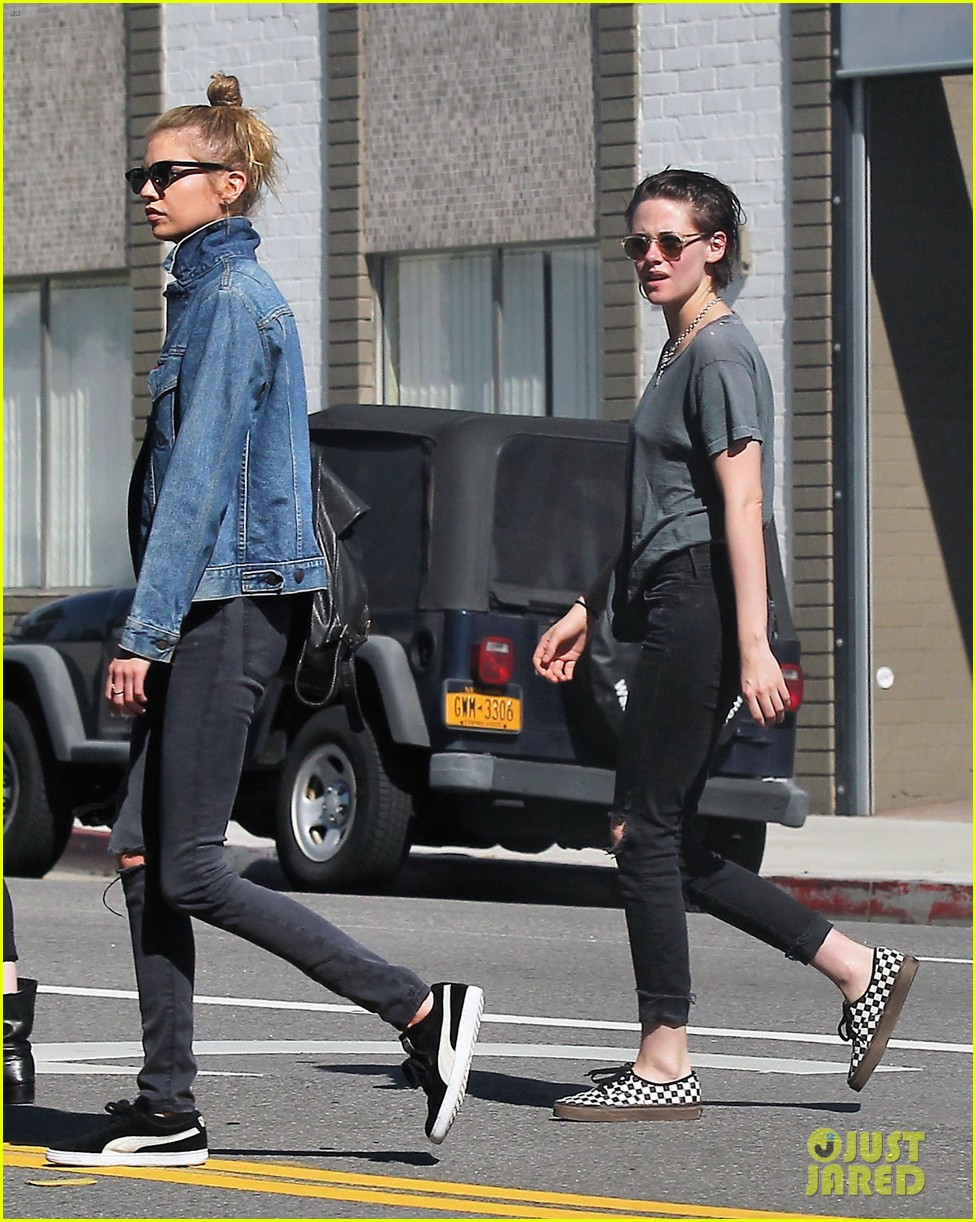 kristen stewart girlfriend stella maxwell spend valentines day afternoon 03