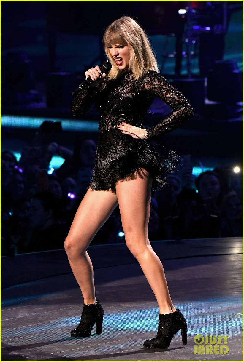 taylor swift super bowl super saturday concert 03