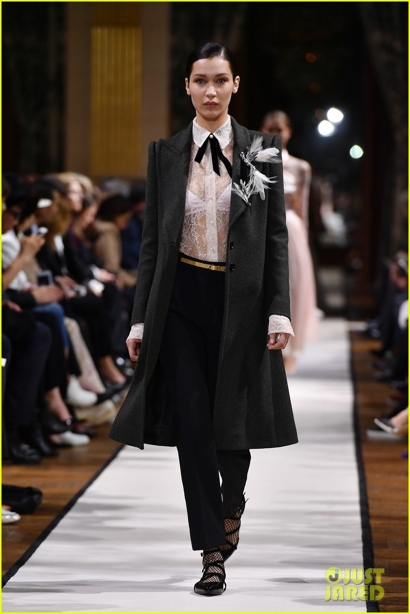 bella hadid joan smalls lavin show 2017 paris fashion week 01