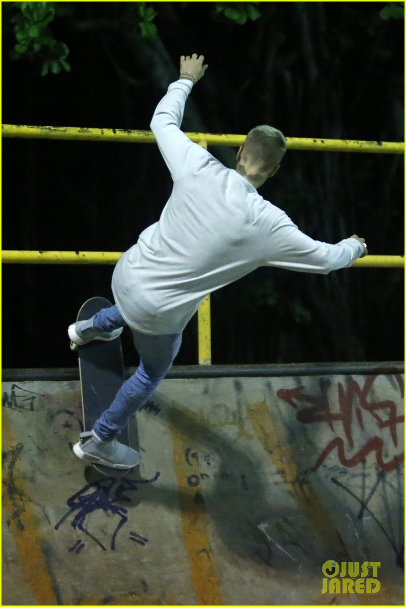 justin bieber skateboarding brazil 03
