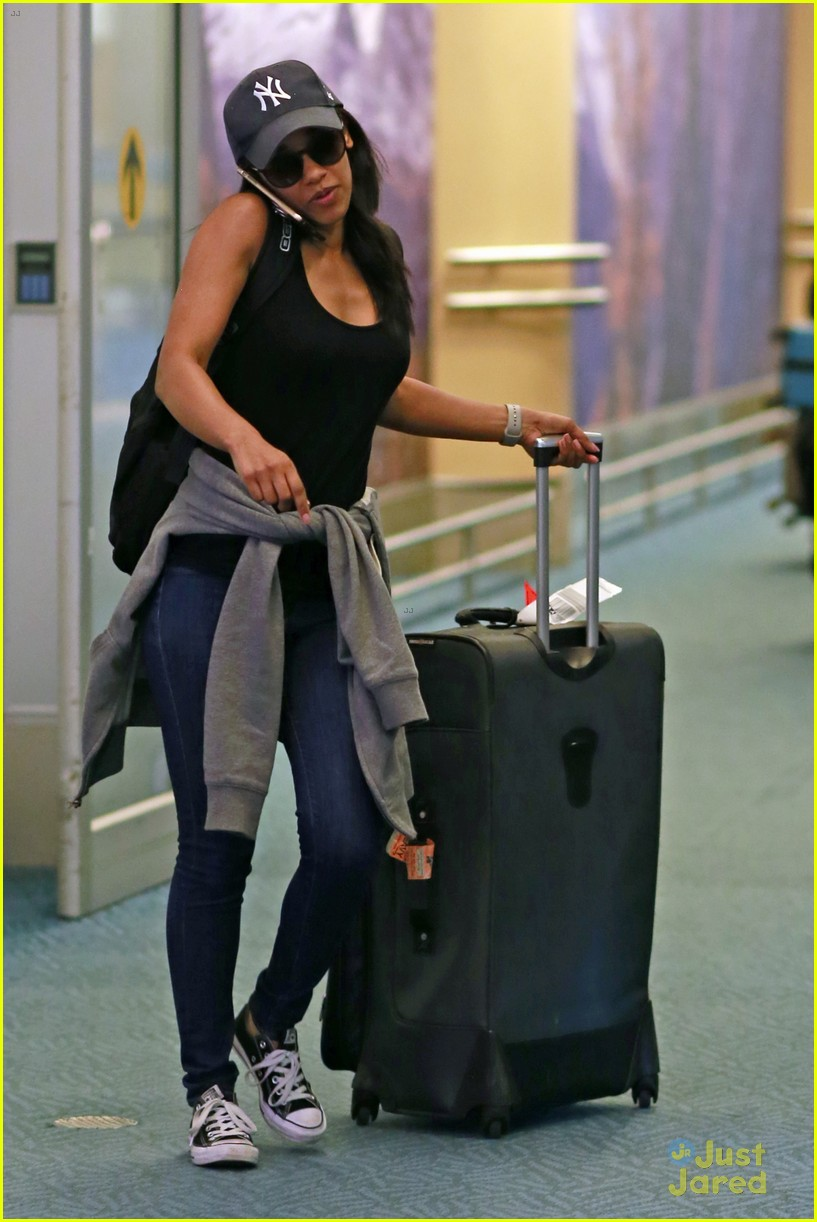 candice patton yankees hat vancouver airport 03