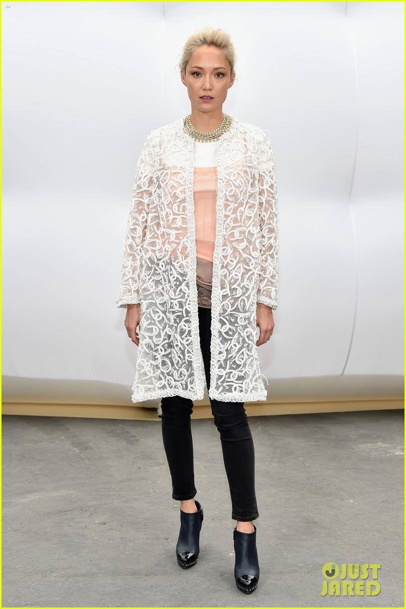 cara delevingne lily rose depp chanel paris fashion week 05