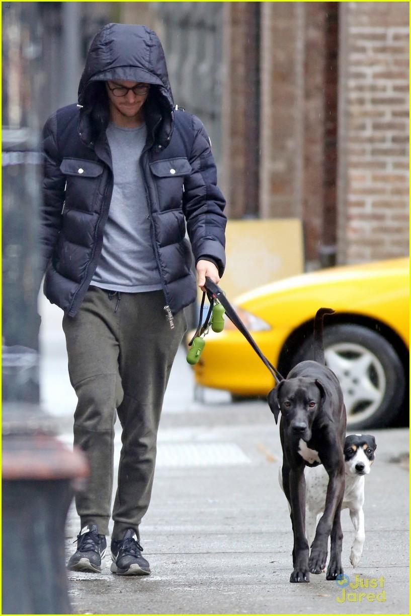 chris wood walks melissa benoist dog 04