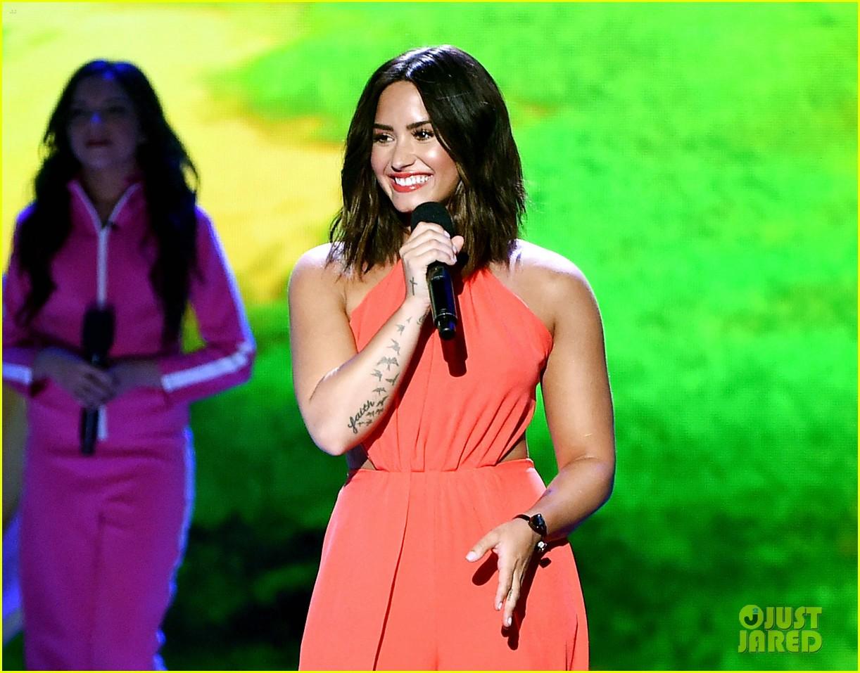 Demi Lovato Just Got Slimed At Kids Choice Awards 2017
