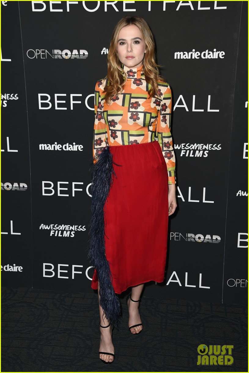 zoey deutch before i fall nyc premiere 01
