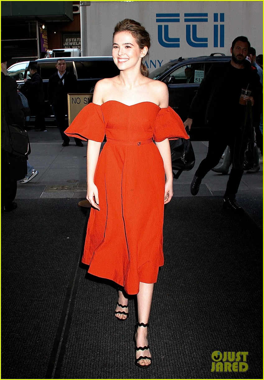 zoey deutch before i fall nyc premiere 02