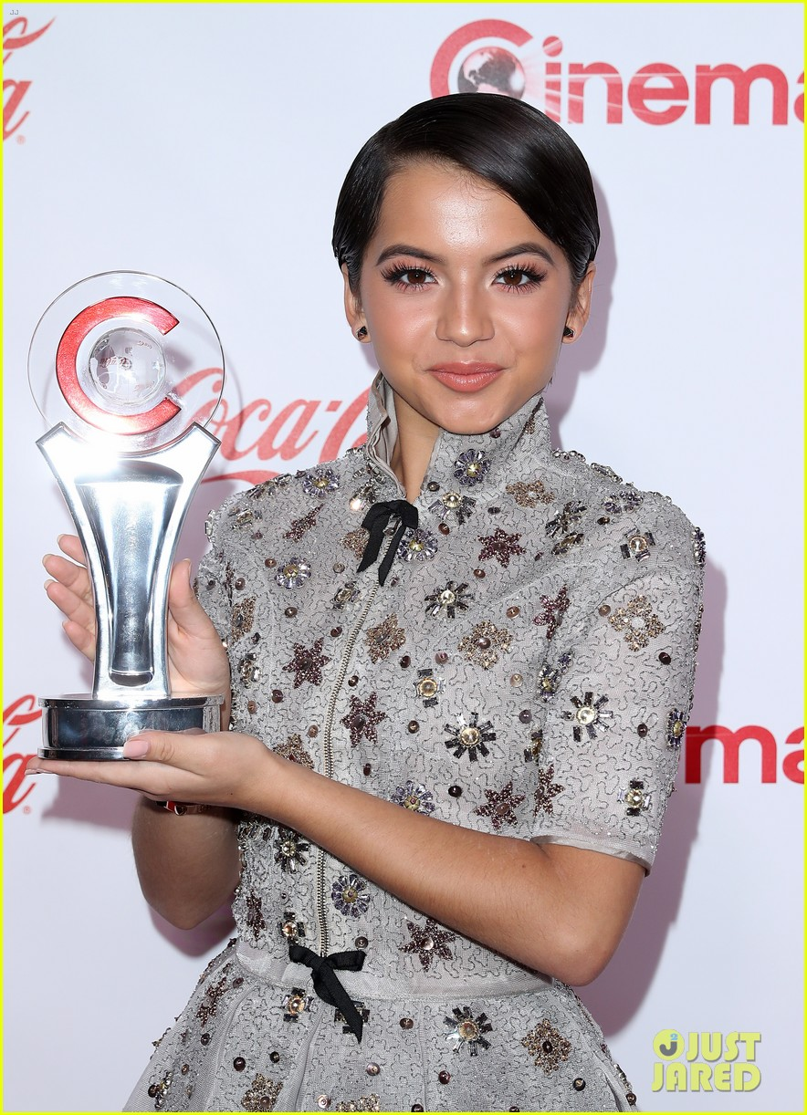 ansel elgort brenton thwaites and isabela moner win big at cinemacon 2017 12