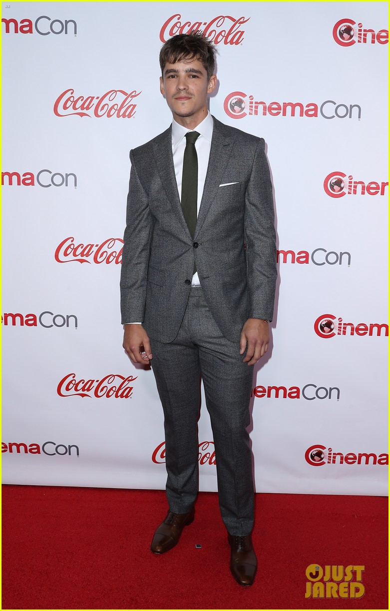 ansel elgort brenton thwaites and isabela moner win big at cinemacon 2017 13