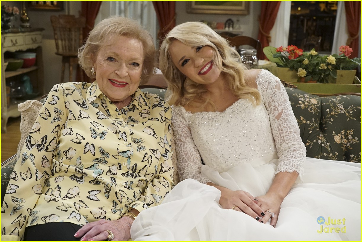 emily osment wedding dress episode betty white young hungry 04