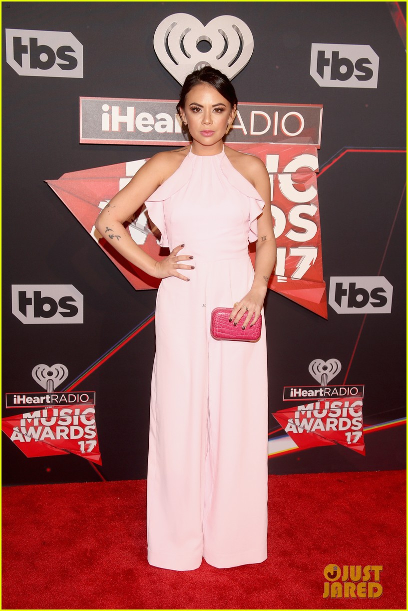 forever in your mind has fun on red carpet at iheartradio music awards 2017 01