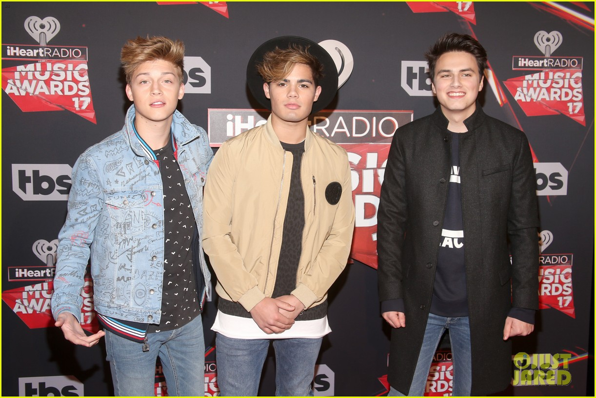 forever in your mind has fun on red carpet at iheartradio music awards 2017 04