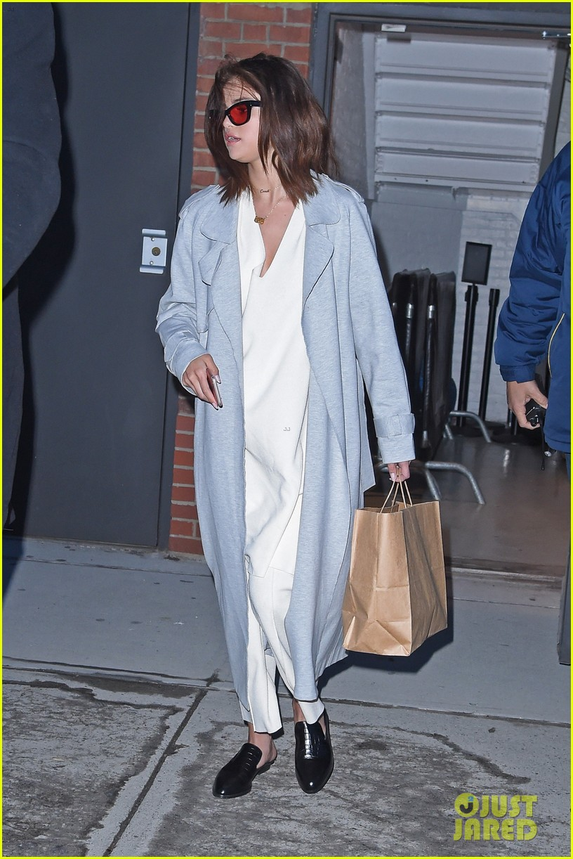 selena gomez arrives back in the us after date with the weeknd 03