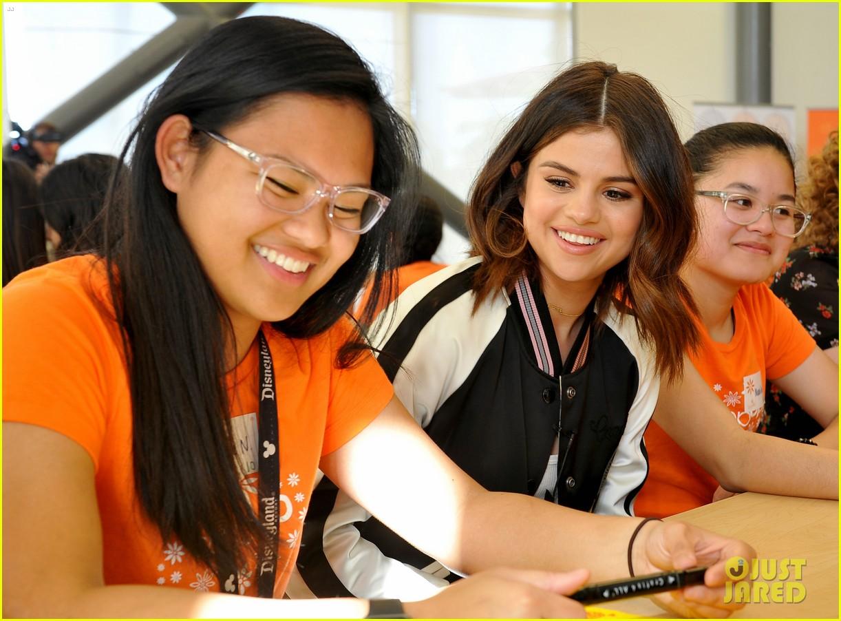 Mentoring teen girls