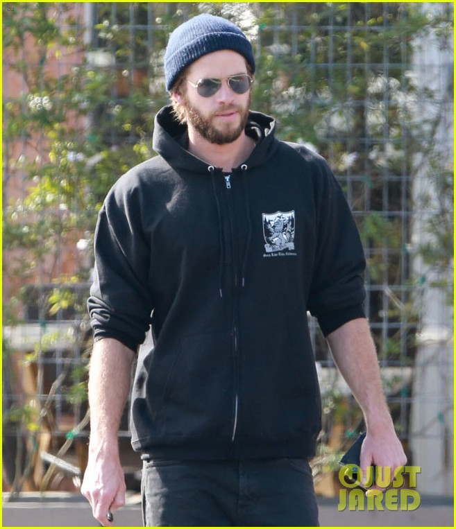 liam hemsworth steps out after wedding rumors 02