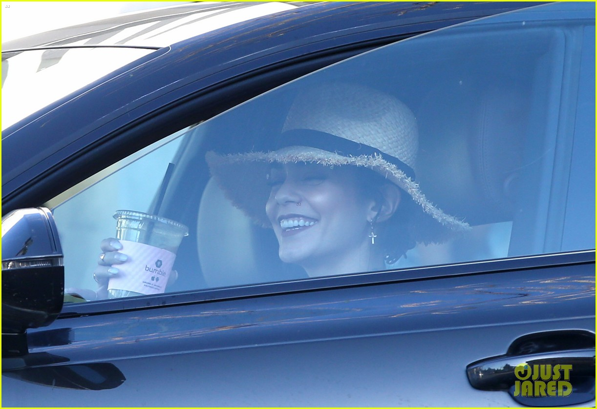 vanessa hudgens tries out long blonde hair see the pic 03