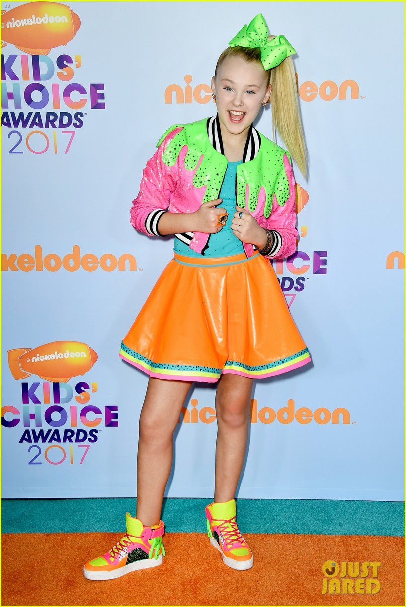 jojo siwa wears slime inspired outfit to kcas 2017 01